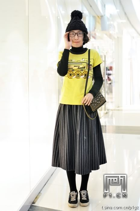 leather skirt with yellow t shirt for winter