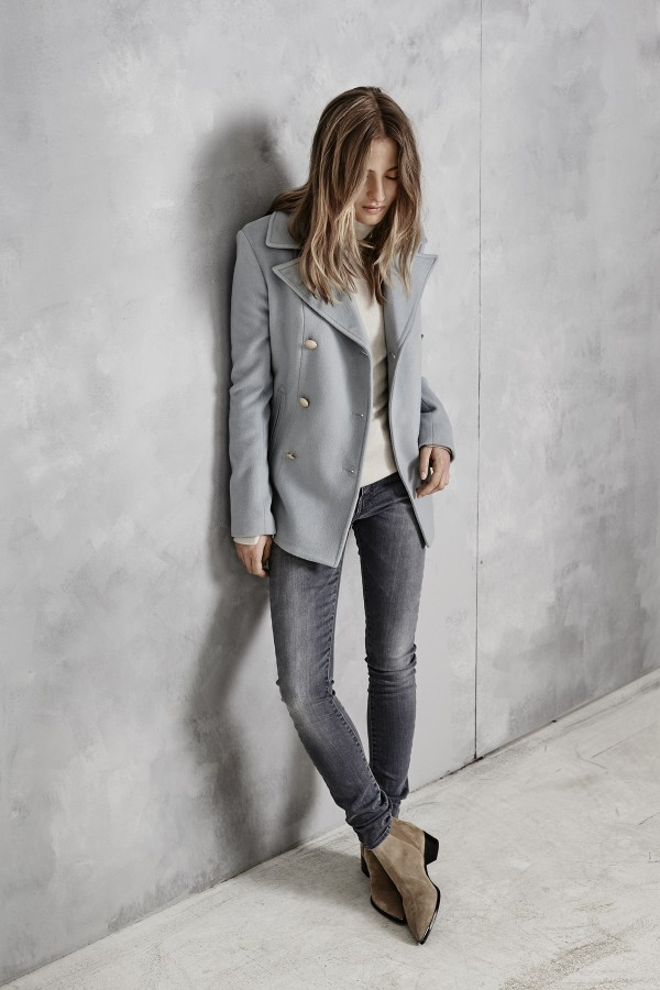 light blue fall casual outfit for women