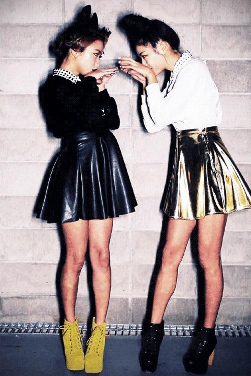 skirt in black and golden