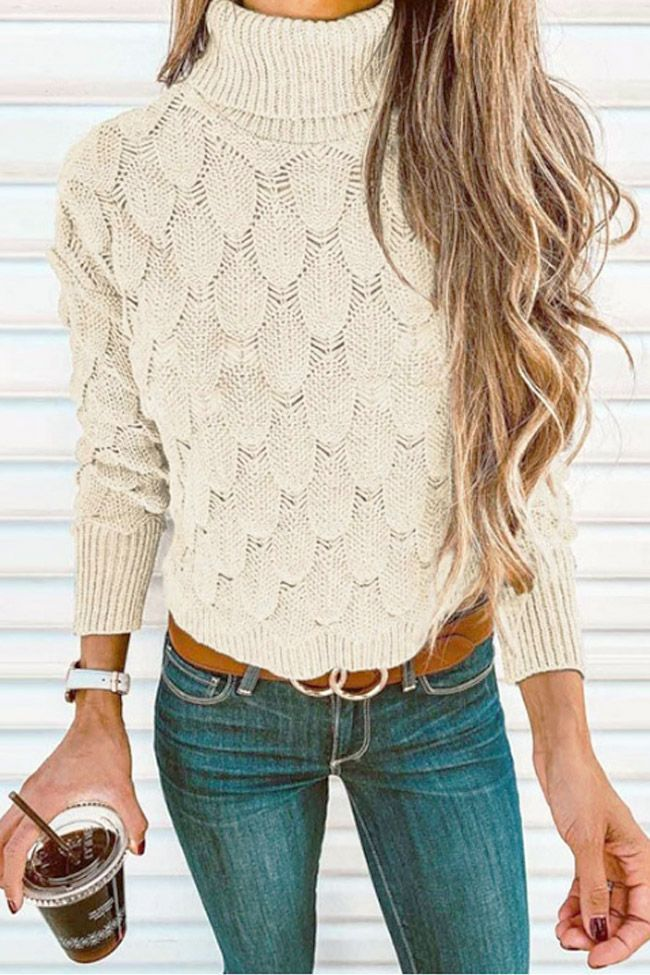 women winter outfit with jeans