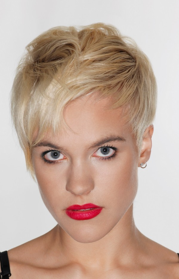 blond short pixie haircuts for triangle inverted faces