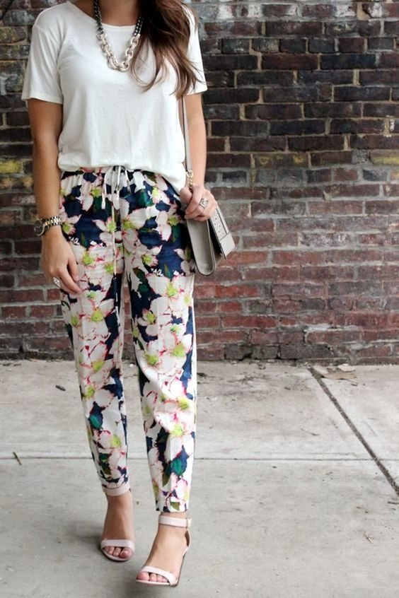casual looks with floral pants