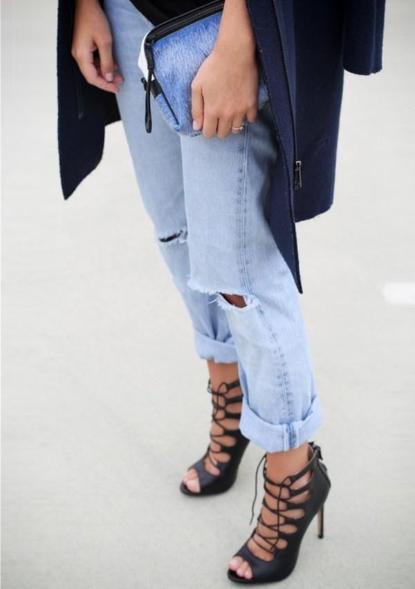 boyfriend jeans with black heels
