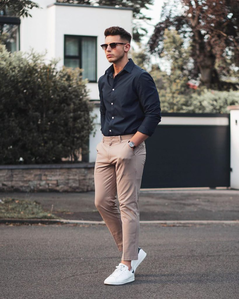 smart casual looks with beige pants for summer