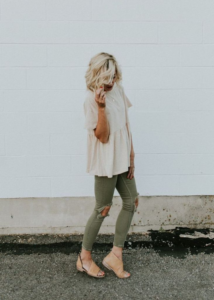 women's summer looks with military pants