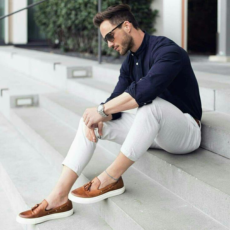 men's smart casual look with white pants and dark shirt
