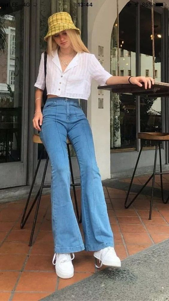 90's women summer look with jeans