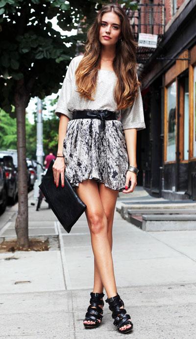 new york street style for women skirt heels t-shirt
