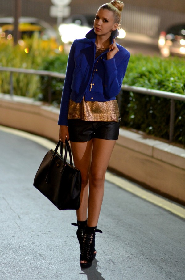 women's shorts blazer and boots urban style