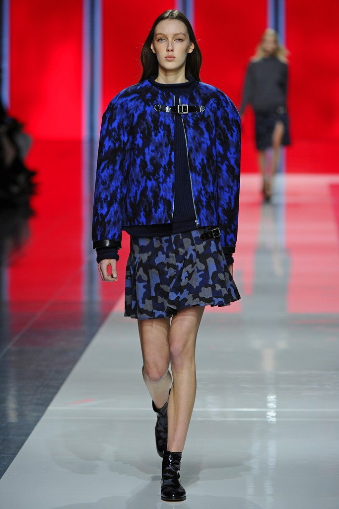blue printed rounded shoulders coat