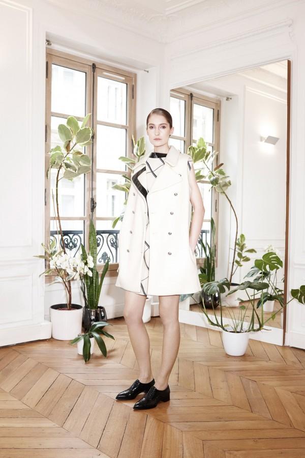 women's white sleeveless coats