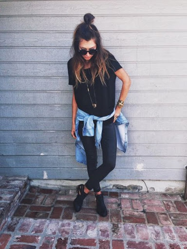 urban style for women with jeans denim jacket and sneakers